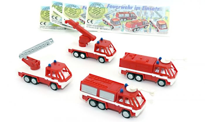 Feuerwehr im Einsatz. Alle 4 Modelle mit allen Beipackzetteln (Feuerwehr - Autos)