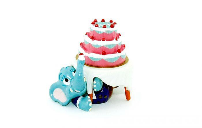 Moritz Stibitz von der Happy Hippo Hochzeit mit Torte