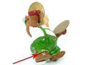 Berti Beckenhauer, wo ein drittes Hosenmuster auf dem Fuß ist (Ü-Ei Variante)