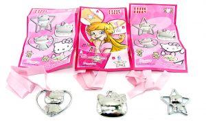Hello Kitty Set von 3 Metallanhängern. Mini Gran Sorpresa von 2012 mit allen Beipackzetteln