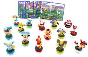 Alle 15 Magic Sport Figuren mit Bällen und den deutschen Beipackzetteln