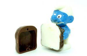 Negerkuss-Schlumpf mit Kennung 2 mit hellbrauner Negerkusshälfte