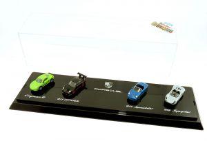 PORSCHE Ü- Ei Diorama 2 mit Modellautos in Vitrine (von 2012)