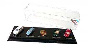 PORSCHE Ü- Ei Diorama mit Modellautos in Vitrine (von 2011)