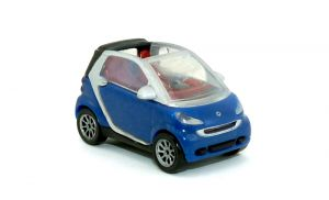 Smart Fortwo Coupe in blau mit Dach offen als Automodell Maßstab 1:87