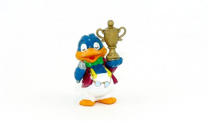 Fritz Vorsitz von den Bingo Birds mit Pokal